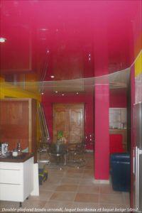 Cuisine plafond tendu laque bordeaux salon beige