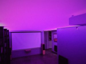 home cinéma rétro éclairé couleur